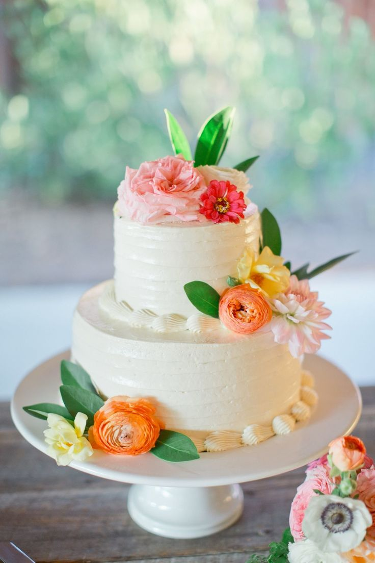 Pretty summer wedding cake,summer wedding cakes