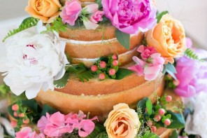 9 Perfect wedding cakes for Summer Weddings