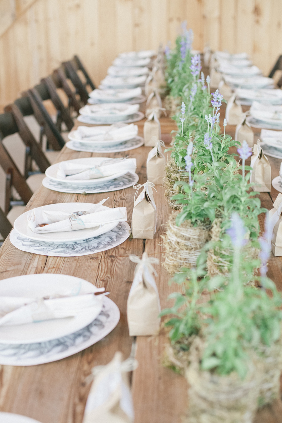 Paso Robles Wedding | Pots of herbs and muscari for relaxed centrepieces Photography by onelove photography / onelove-photo.com