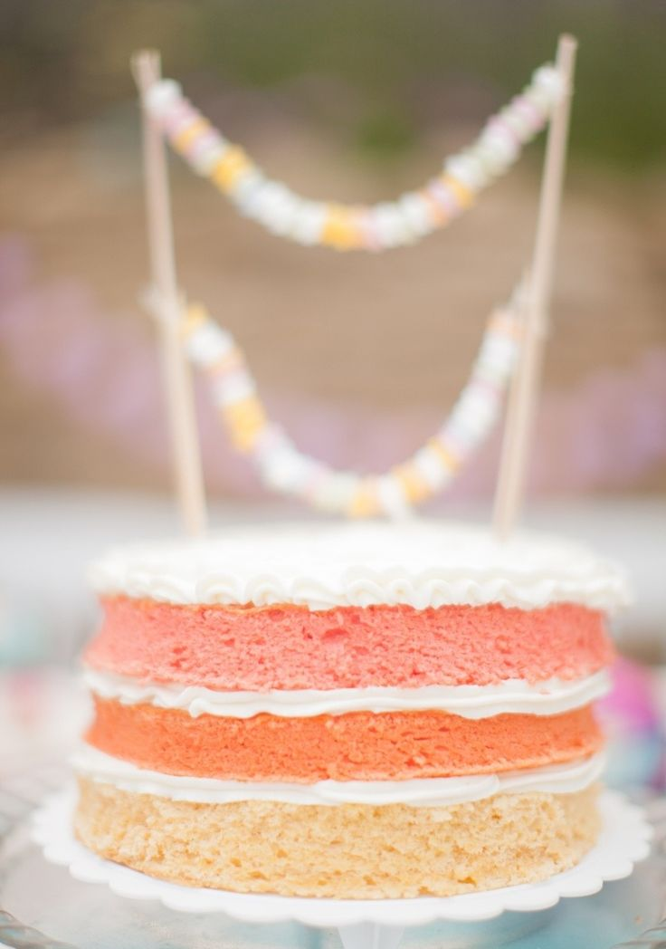 Ombre naked cake | Photography: Peter Veronika - peterandveronika.com/en/