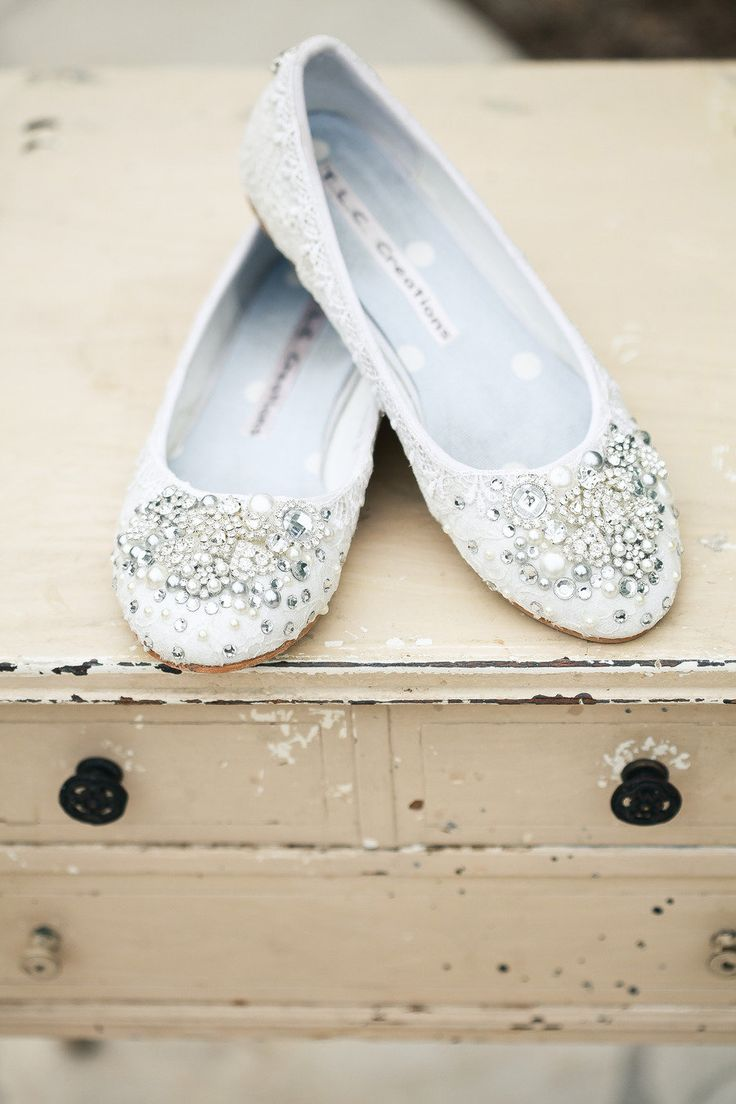 white adornment wedding shoes | Photography : Hidden Key Designs