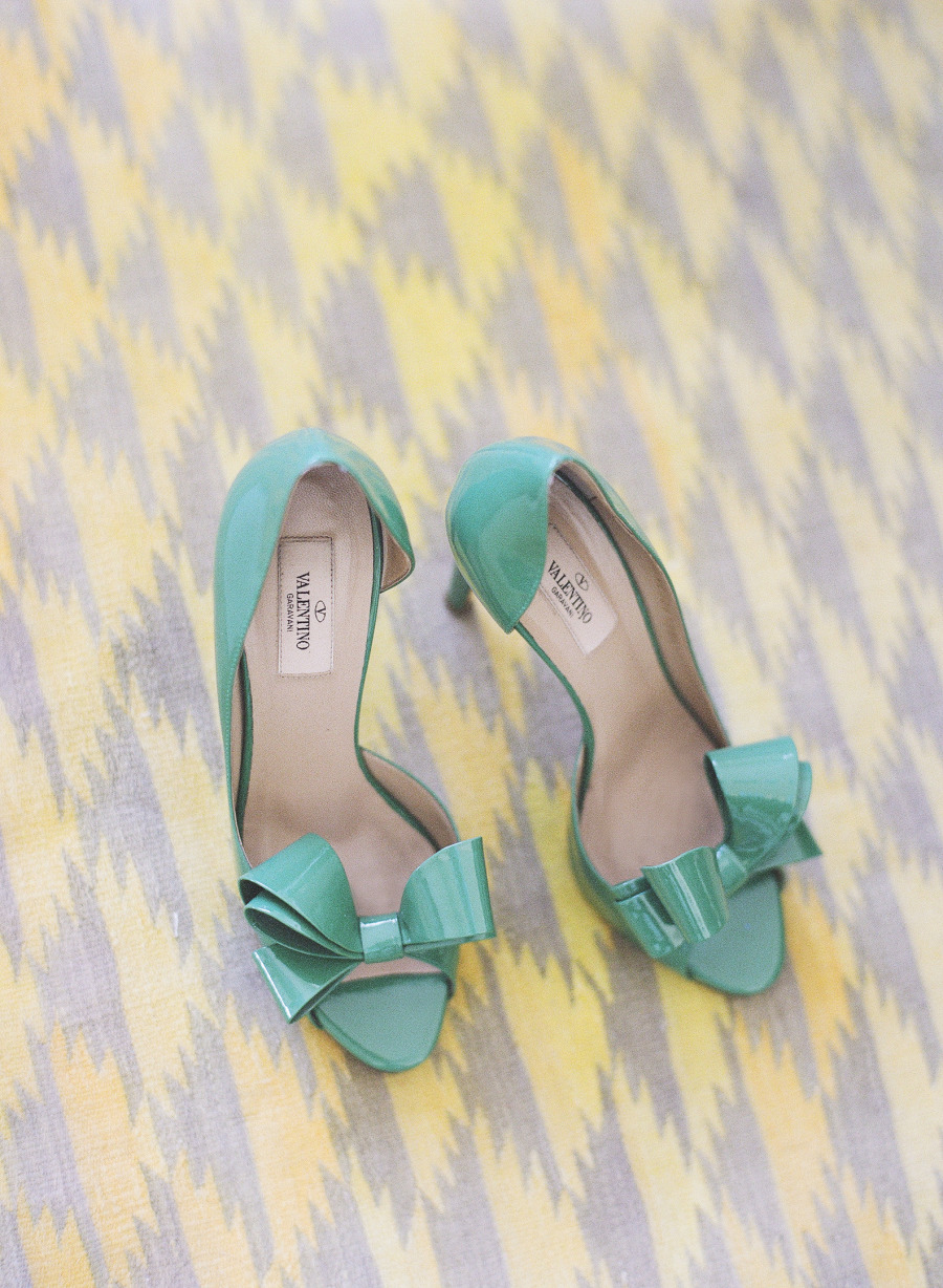 Teal wedding shoes | Photography: Katie Parra - katieparra.com/