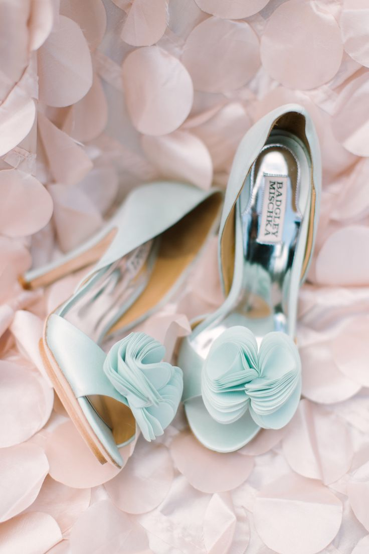 Mint wedding shoes | Photography: Mint Photography