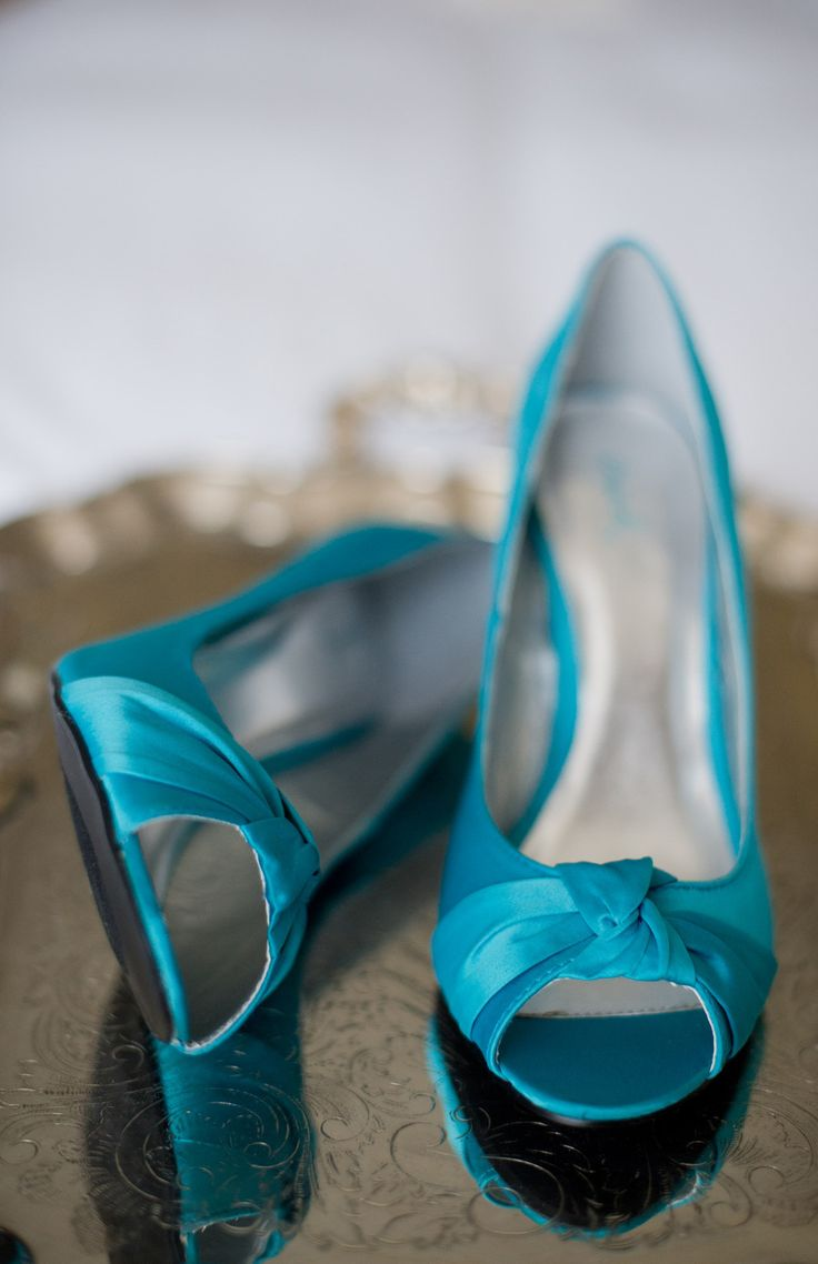 Teal wedding shoes | Grayslake Wedding from Amanda Megan Miller Photography