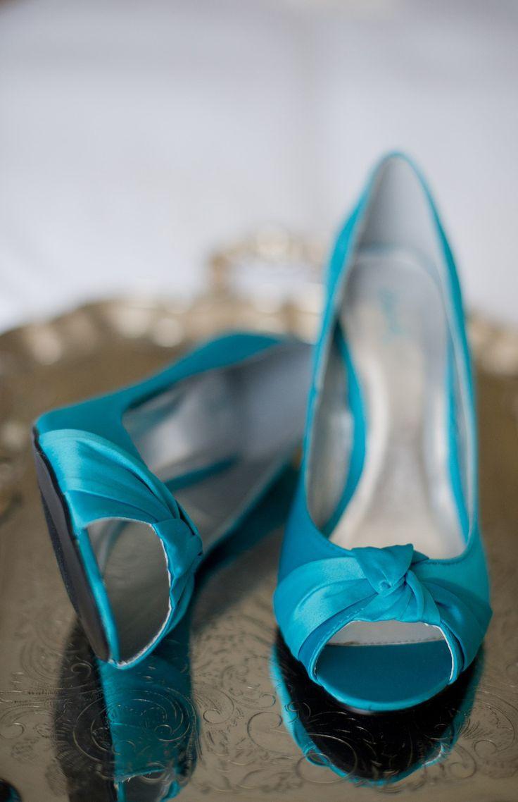 Teal wedding shoes | Grayslake Wedding from Amanda Megan Miller Photography