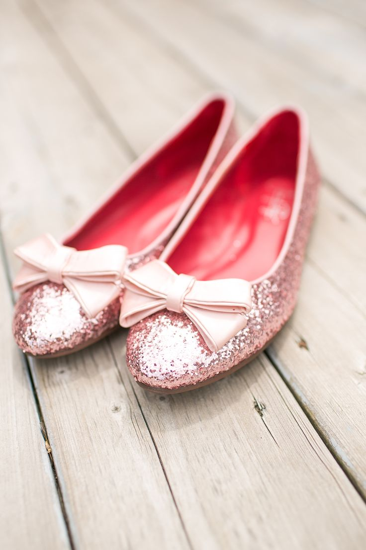 Pink sparkly wedding shoes | Photography : Young Hearts