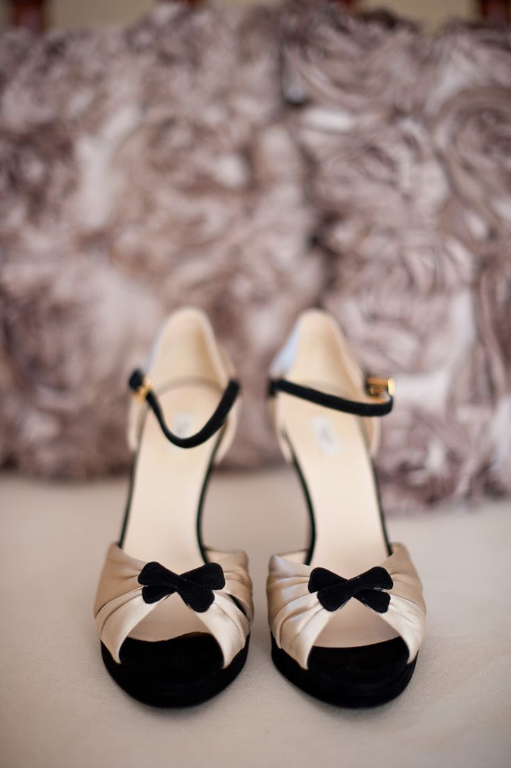 black and gold glam wedding shoes,great gatsby wedding shoes | Photography : Nerida McMurray