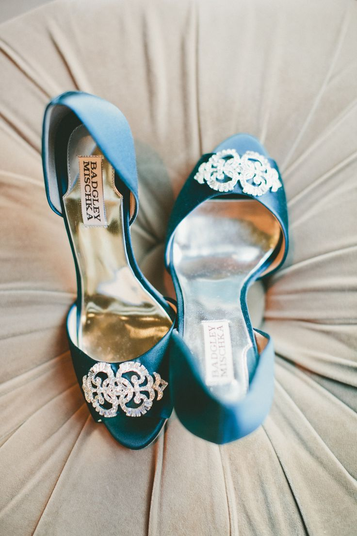 blue wedding shoes | Photography by onelove-photo.com