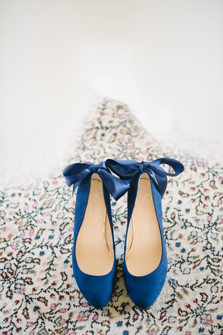 Blue wedding shoes | Photography : http://www.aaronandjillian.com/
