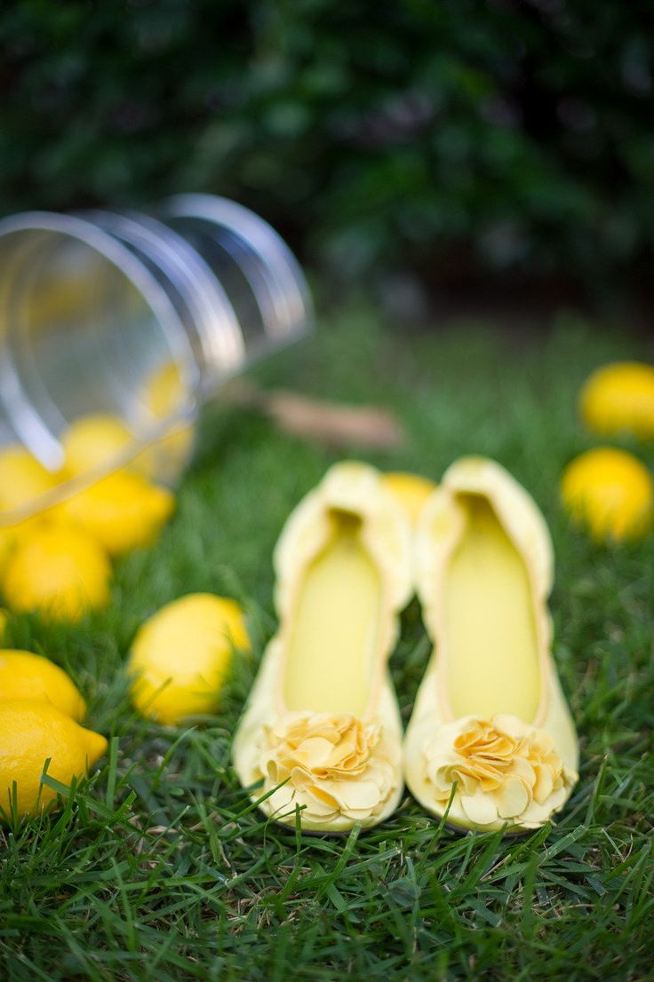 yellow wedding shoes | photography : flutterglass.com/