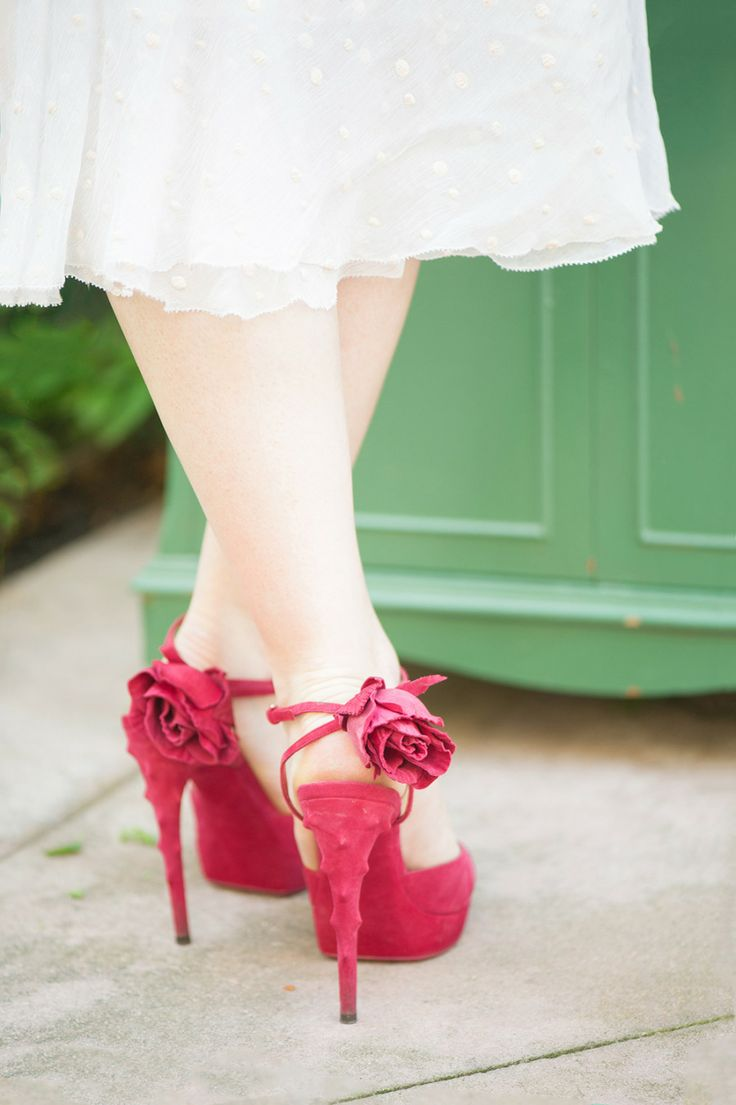 Red wedding shoes | Photography: Twah Dougherty - www.styleartlife.com