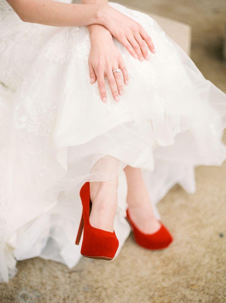 Red wedding shoes | Photography: Elizabeth Ngundue Photography