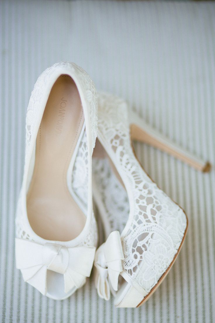 white lace wedding shoes | Photography :Sara and Rocky Photography