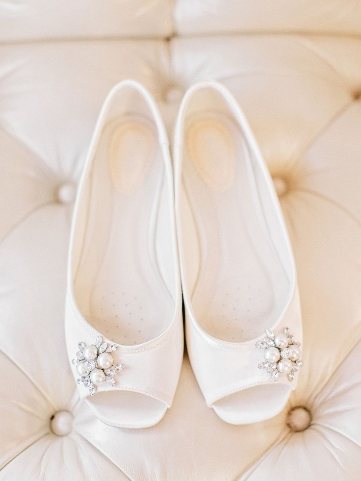 white wedding shoes | Photography: Amy Arrington Photography