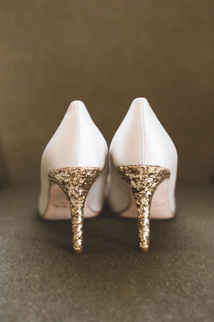 White wedding shoes with Glittery Gold Pumps! Photography: Maria Vicencio Photography