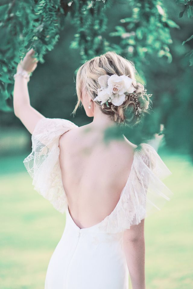 Loose bridal hair upstyle inspiration with flower