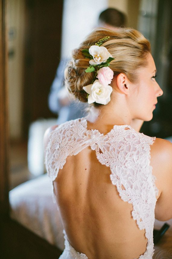 14 bridal hair flowers with wow factor bridal hairstyles. Black Bedroom Furniture Sets. Home Design Ideas