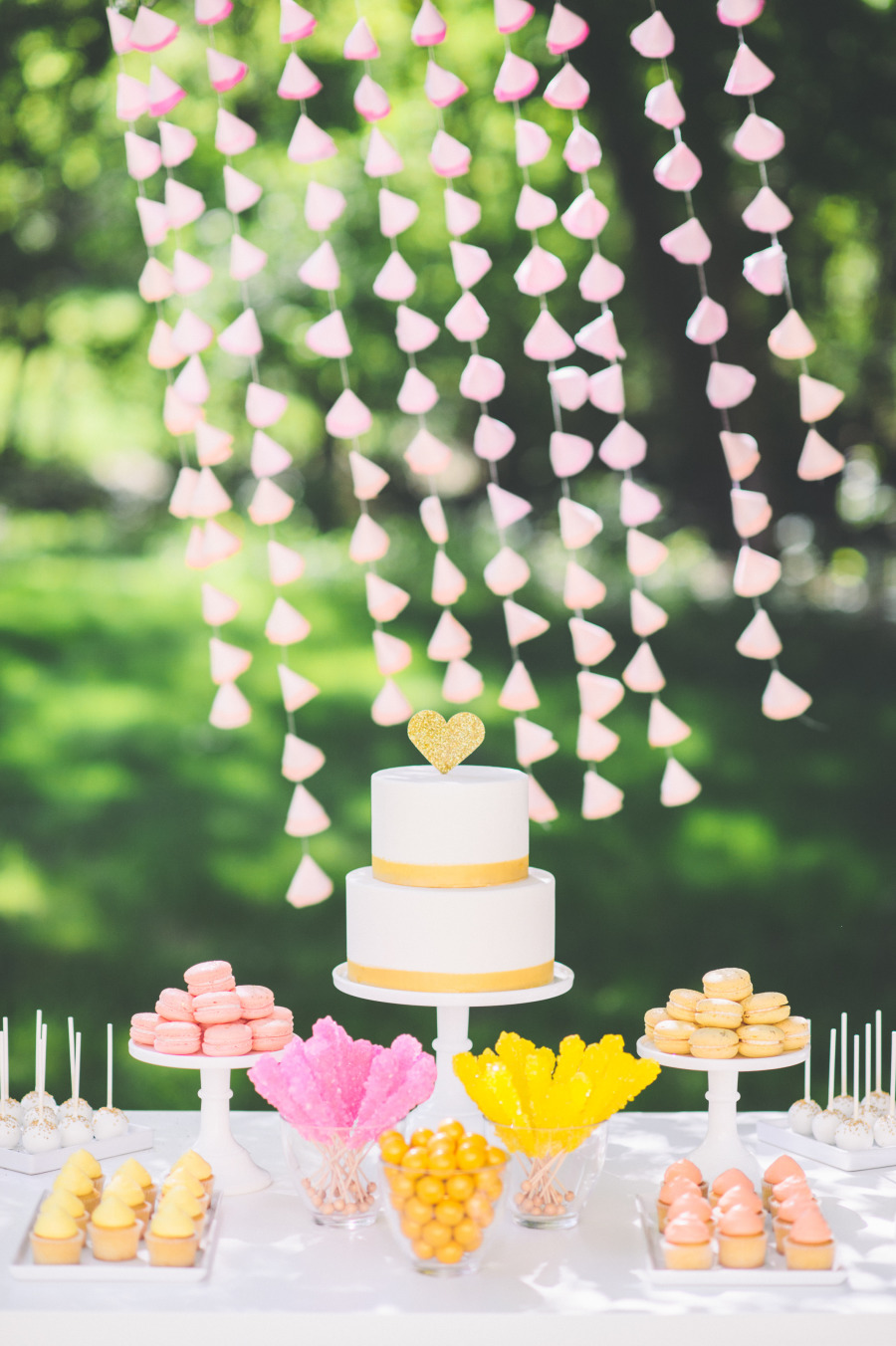 Vibrant wedding cake - Wedding cake ideas for summer