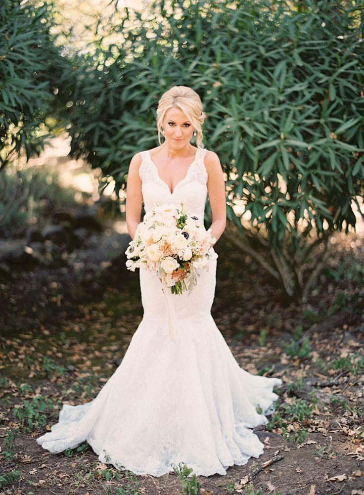 Rustic chic wedding dress | fabmood.com