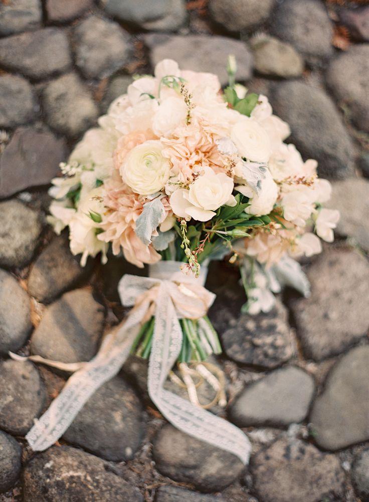 Rustic chic wedding bouquet : fabmood.com