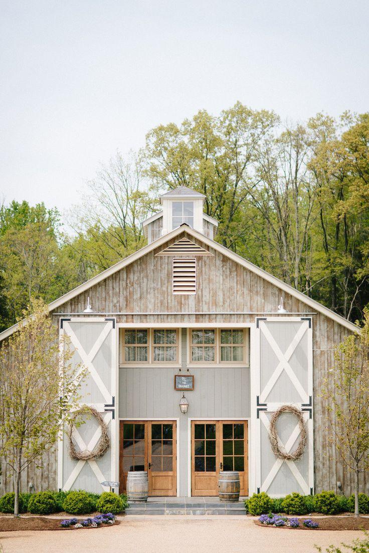 Rustic chic barn wedding | fabmood.com
