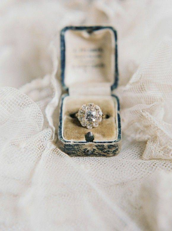 Laura Gordon Photography | Vintage Engagement Rings That Will Last a Lifetime | fabmood.com