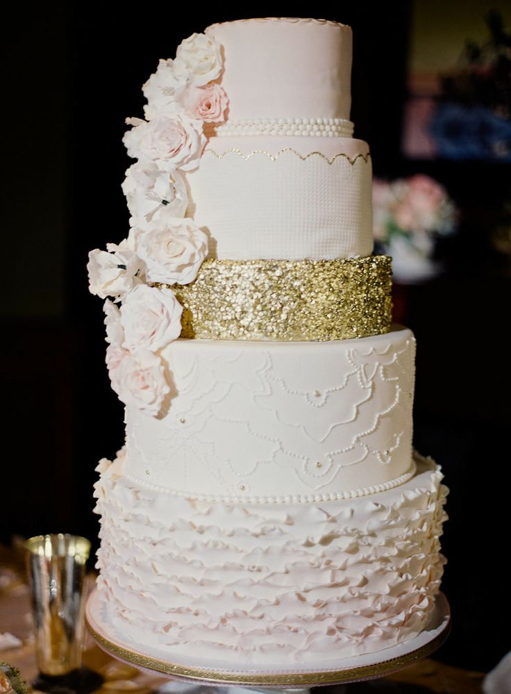 blush ivory and gold wedding cake | fabmood.com