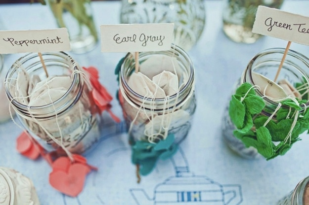 Unique wedding reception ideas on a budget – Tea packets with homemade felt hearts