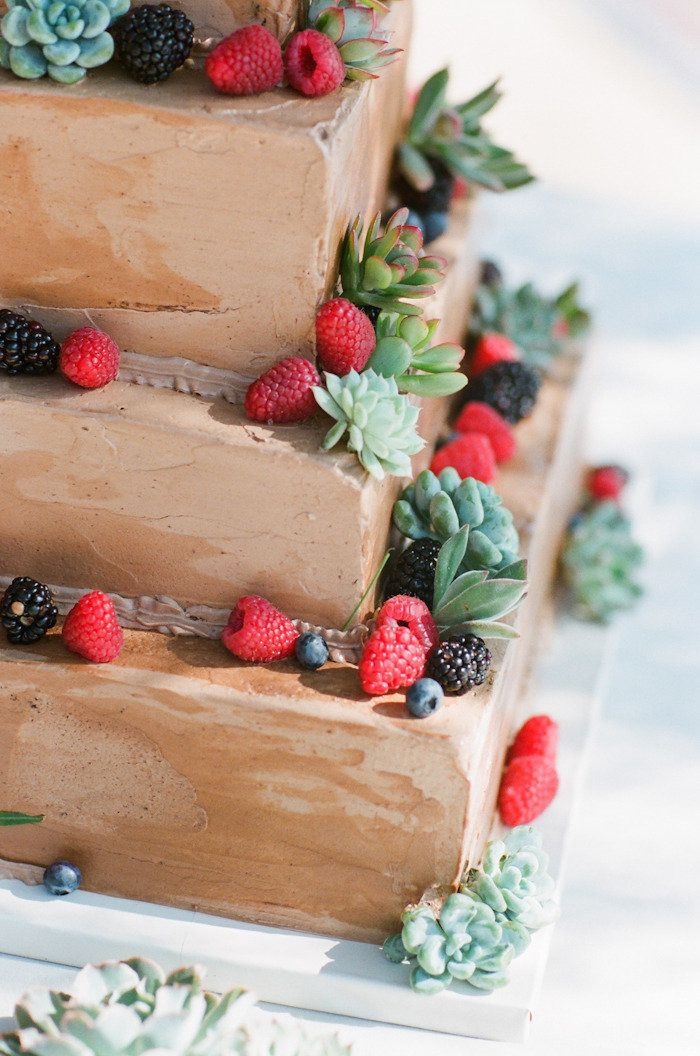chocolate wedding cake - scarlet wedding | fabmood.com