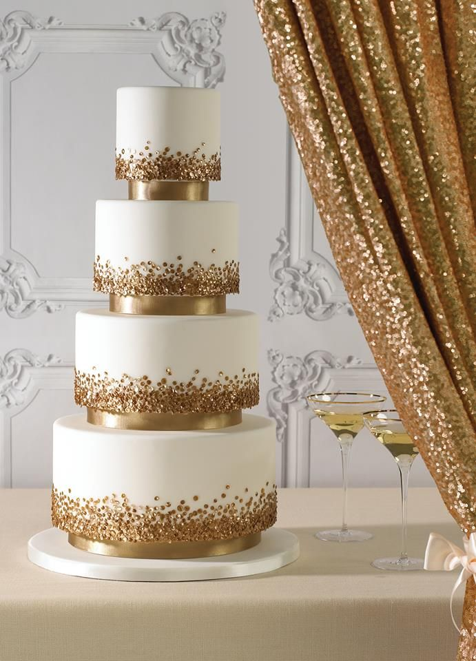 white and gold wedding cake | fabmood.com