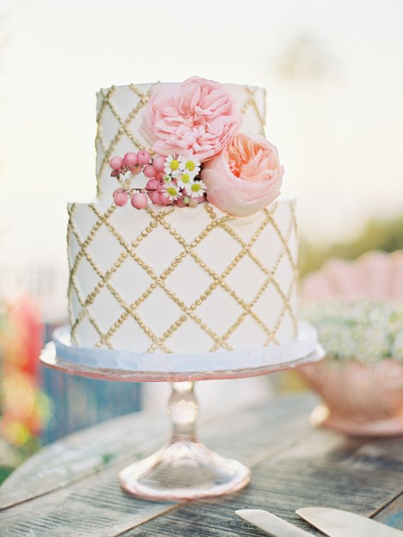 wedding cakes with gold accents spark and shine your day - white wedding cake with gold details | fabmood.com
