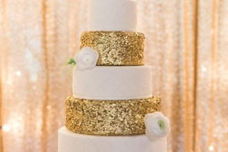 Gold glitter wedding cake | fabmood.com
