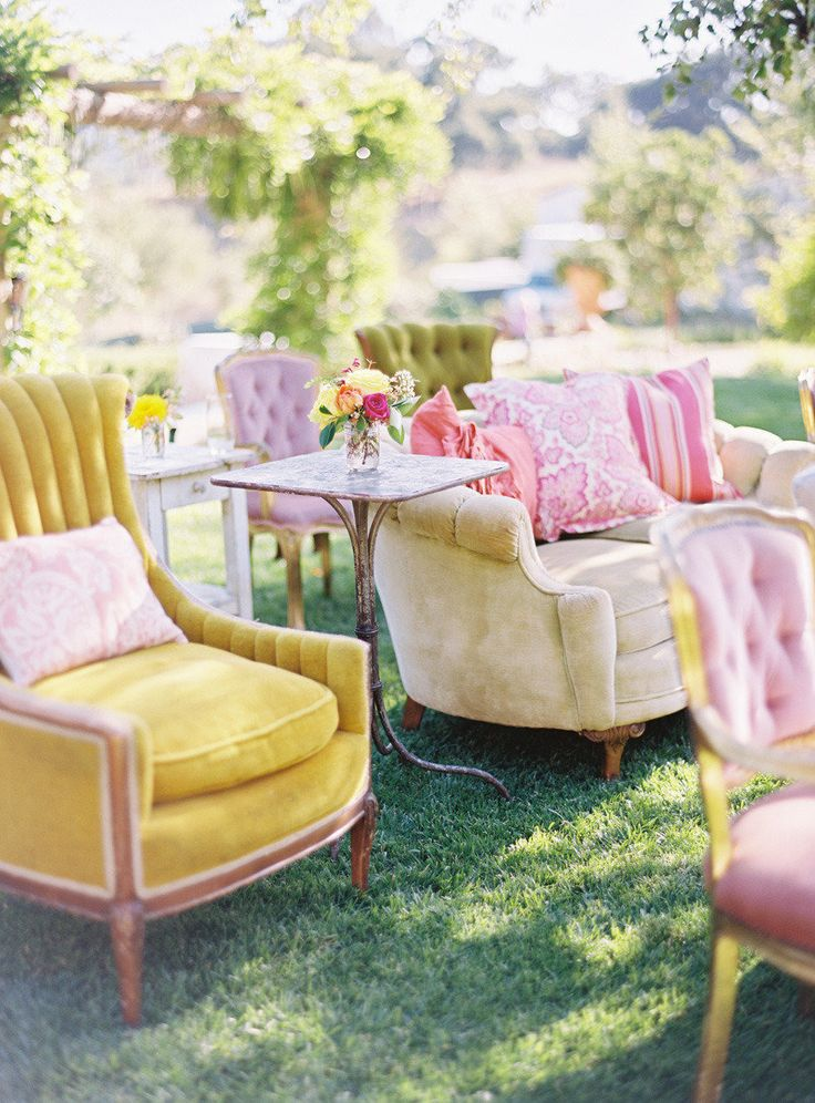 wedding chairs | http://www.fabmood.com/wedding-ceremony-ideas-with-pretty-style