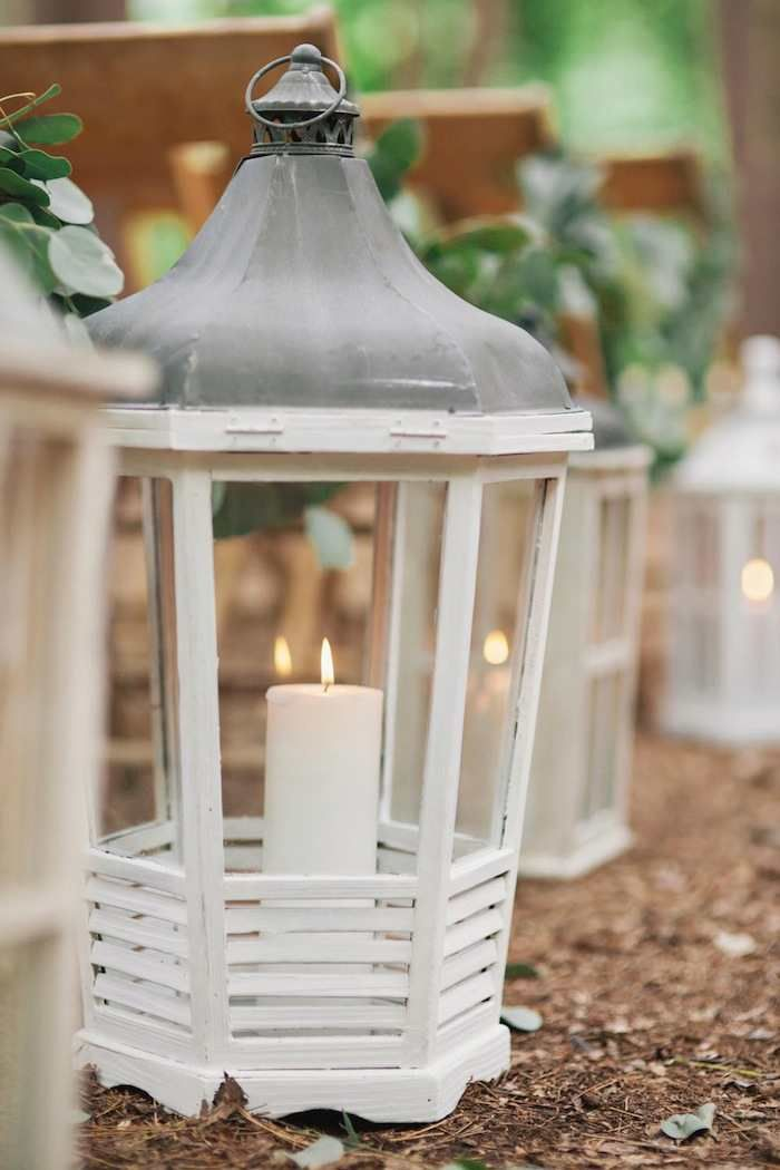 White lanterns | https://www.fabmood.com/wedding-ceremony-ideas-with-pretty-style