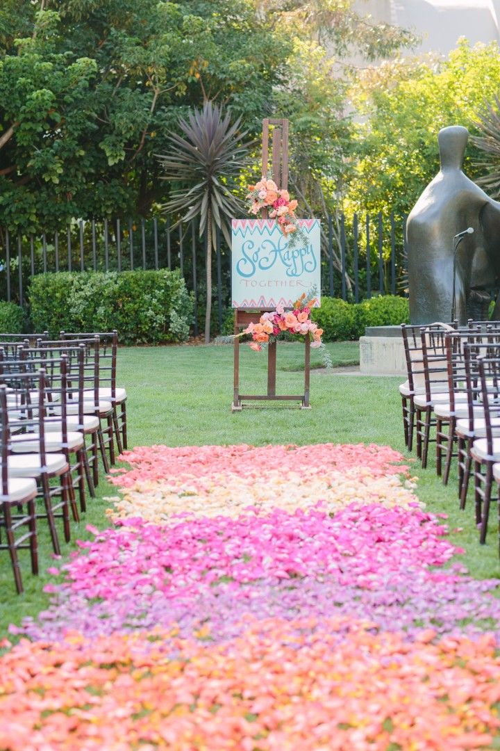 Ombre petal wedding ceremony | https://www.fabmood.com/wedding-ceremony-ideas-with-pretty-style #weddingceremony