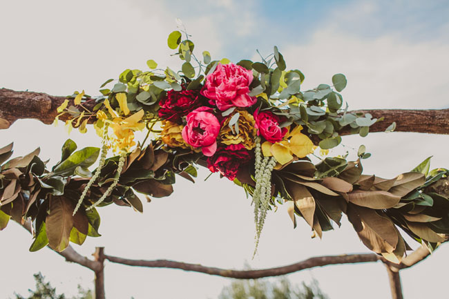 Greenery and Floral Garland Wedding Decoration | fabmood.com #floralgarland #bohemian #weddingceremony