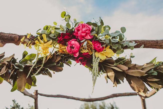 Greenery and Floral Garland Wedding Decoration | fabmood.com #floralgarland #bohemian #weddingceremony