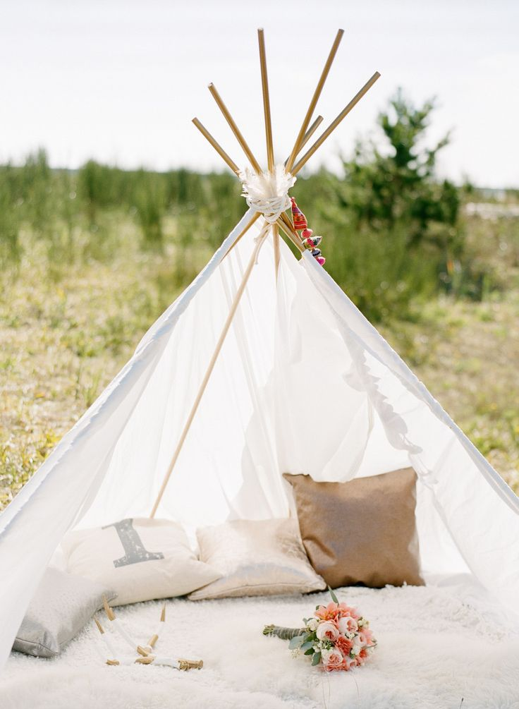 teepee wedding - Bohemian Beach Wedding | fabmood.com