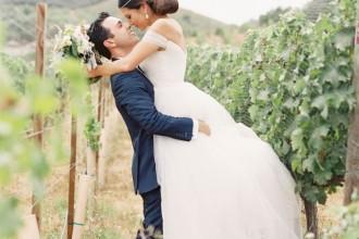 A Vineyard Wedding With Mountain Views Of Malibu | Photography : carolinetran.net | fabmood.com #wedding #bride