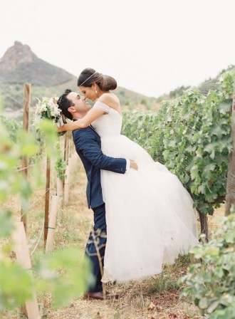 A Vineyard Wedding With Mountain Views Of Malibu | Photography : carolinetran.net | fabmood.com #wedding #bride