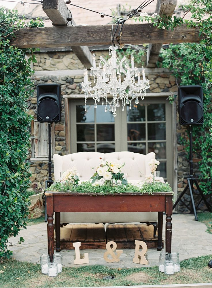 A Vineyard Wedding With Mountain Views Of Malibu | Photography : carolinetran.net | fabmood.com #wedding #weddingreception