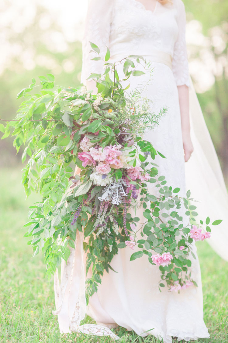 Woodsy bouquet - Beautiful Bohemian Elopement Inspiration | Photography : leanicole.com | https://www.fabmood.com/saja-wedding-dress-bohemian-elopement-inspiration: