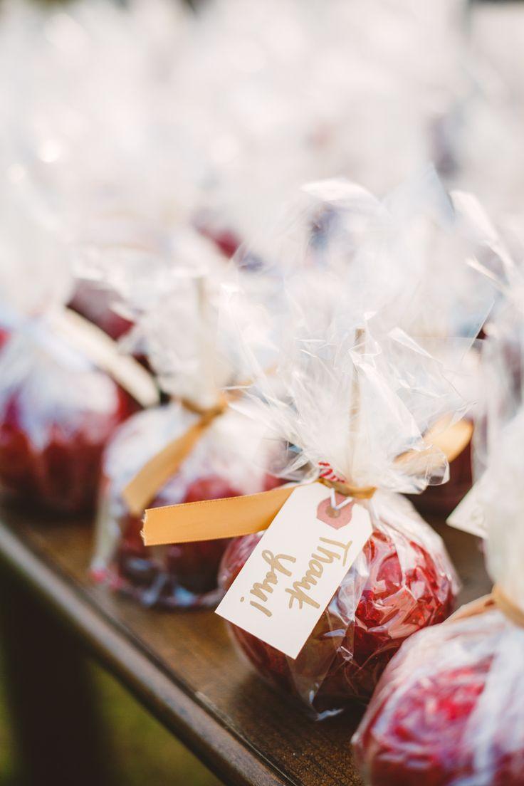 apple wedding favor - DIY edible fall wedding favors