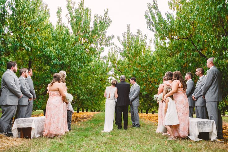 A Cozy Fall Wedding in The Peach Orchard | Photography : marymargaretsmith.com | https://www.fabmood.com/a-cozy-fall-wedding-in-the-peach-orchard #peach #fallwedding
