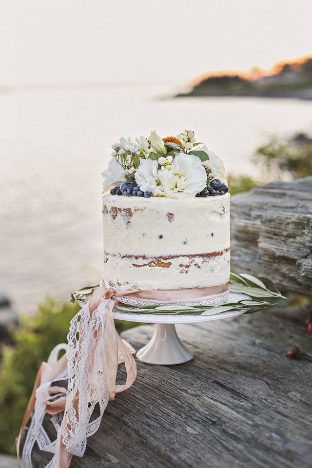 Semi Naked Wedding Cake : https://www.fabmood.com/24-semi-naked-wedding-cakes-with-pretty-details/