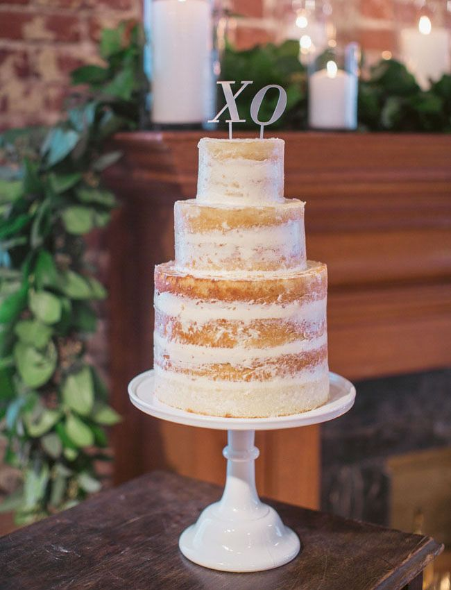 Modern Nearly Naked Wedding Cake With XO Topper : https://www.fabmood.com/24-semi-naked-wedding-cakes-with-pretty-details/