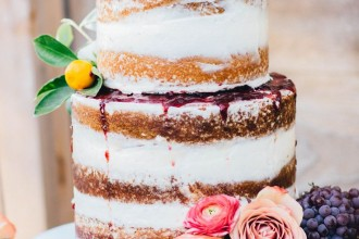 Photography : alisonleigh-photography.com | Semi naked wedding cake