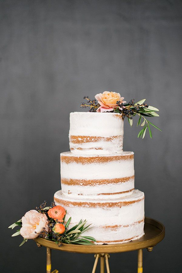 Semi Naked Wedding Cake : https://www.fabmood.com/24-semi-naked-wedding-cakes-with-pretty-details/: