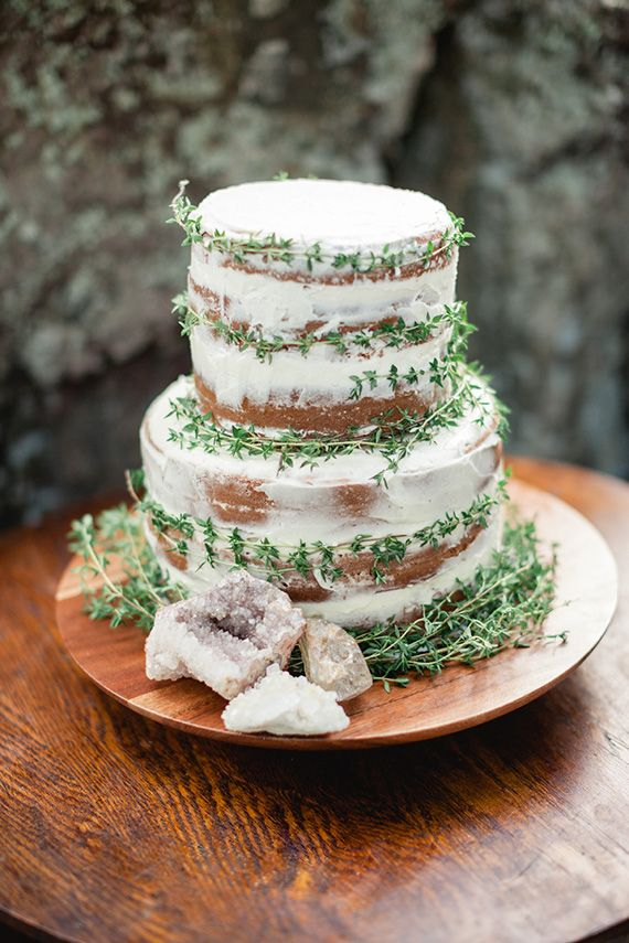 half naked wedding cake : https://www.fabmood.com/24-semi-naked-wedding-cakes-with-pretty-details/