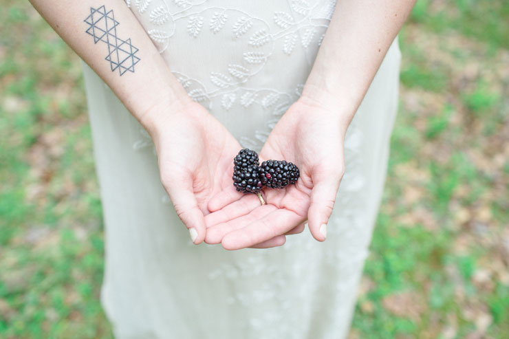 Blackberries - Beautiful Bohemian Elopement Inspiration | Photography : Le Nicole | https://www.fabmood.com/saja-wedding-dress-bohemian-elopement-inspiration: